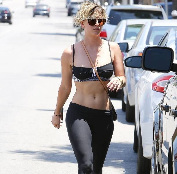 kaley cuoco outdoor