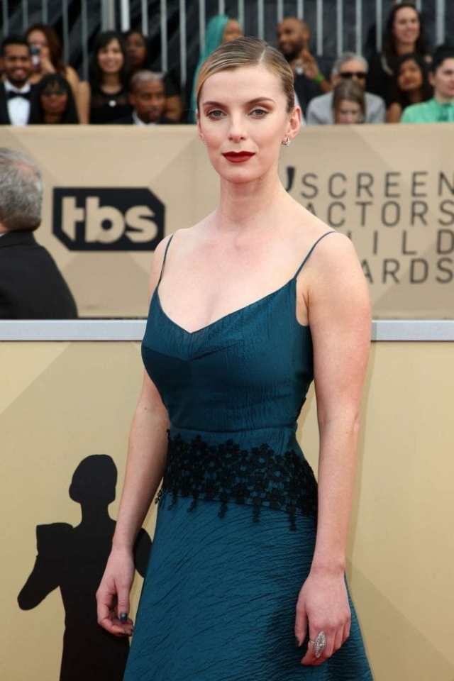 Betty Gilpin on Awards