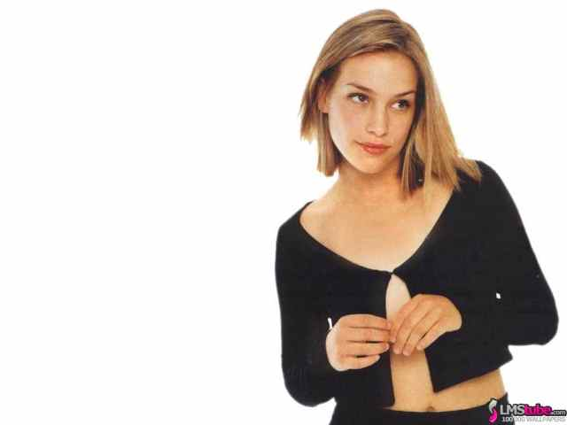 Piper Perabo Hot in Black