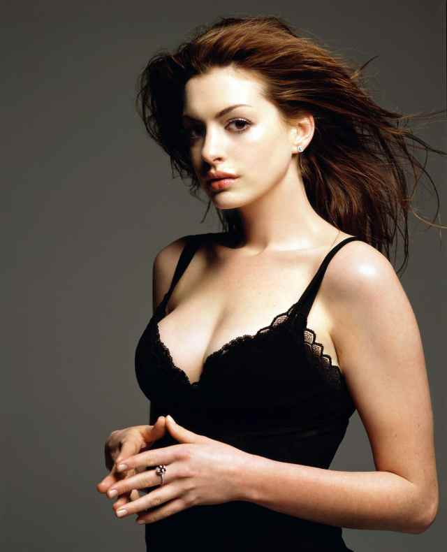 anne hathaway hot cleavage