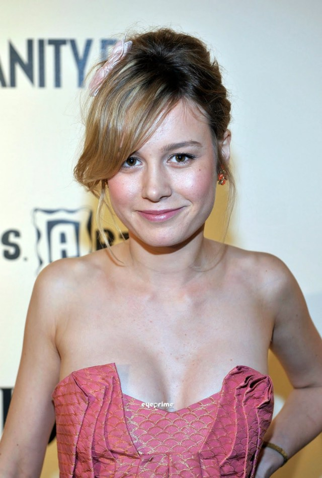 brie larson cleavage