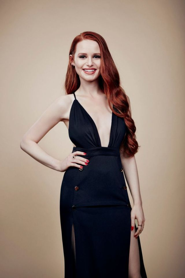 madelaine petsch sexy cleavage