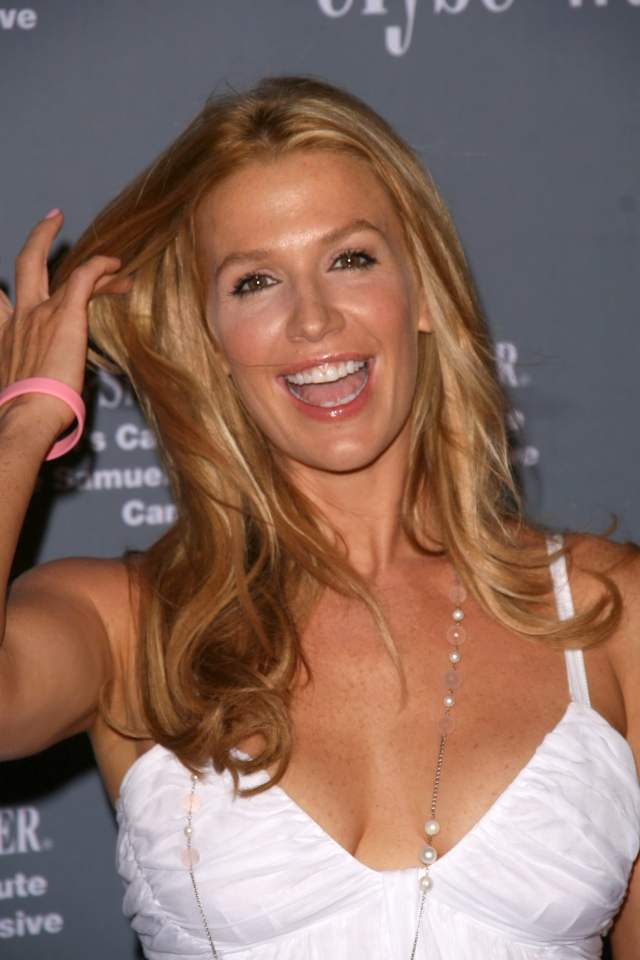 poppy montgomery hot cleavage