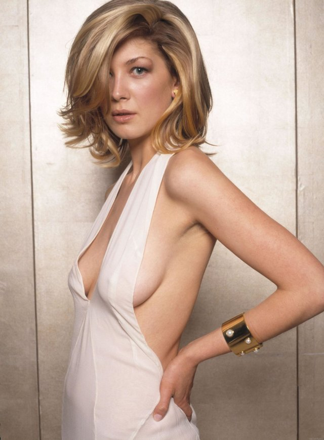 rosamund pike sexy look
