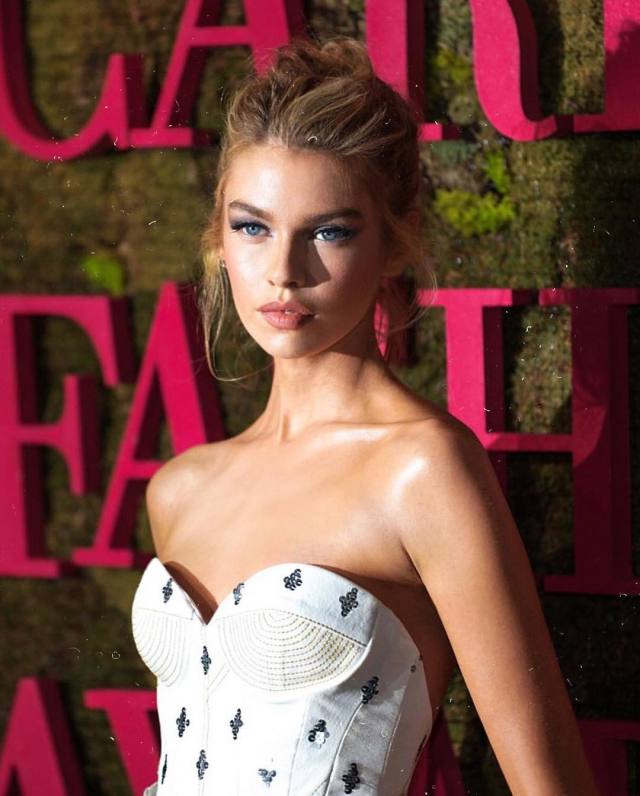 stella maxwell cleavage pictures