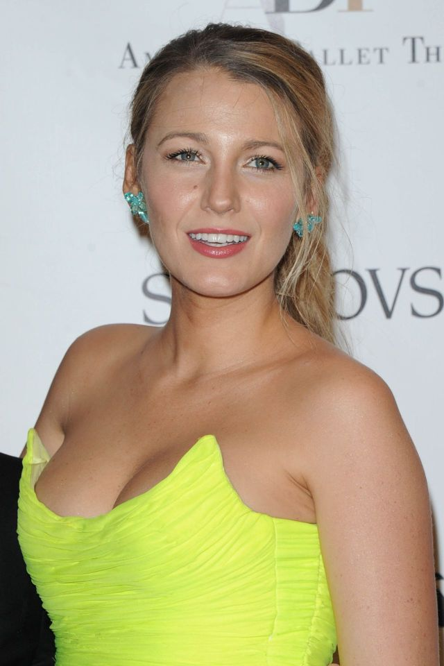 Blake-Lively-Cleavage-