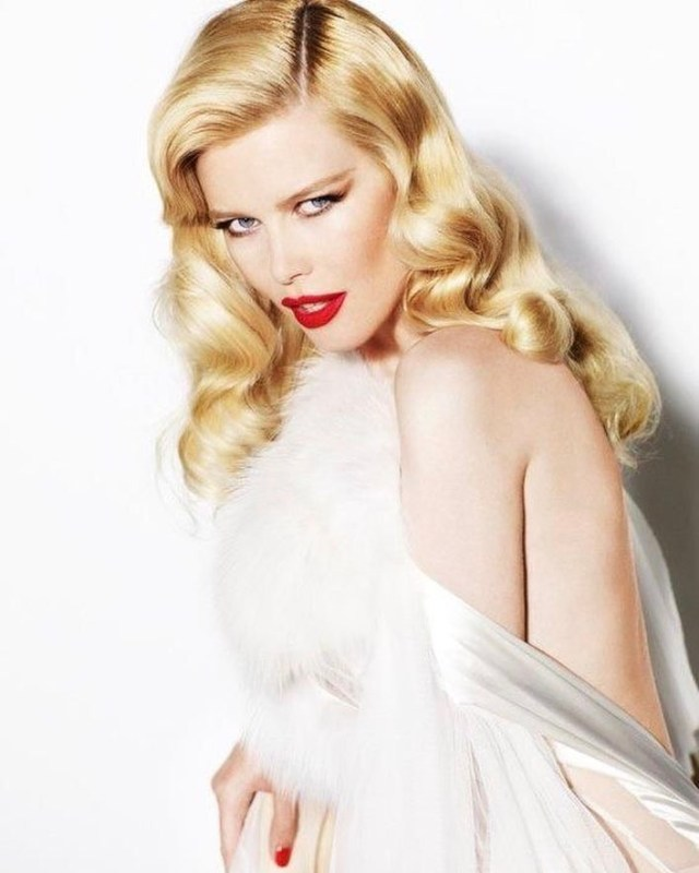 claudia schiffer awesome