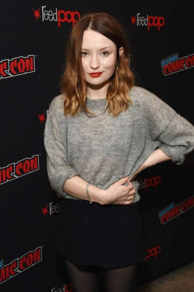 emily browning hot lips
