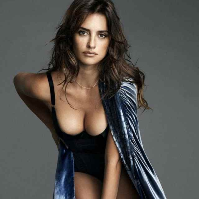 penelope-cruz- awesome cleavages