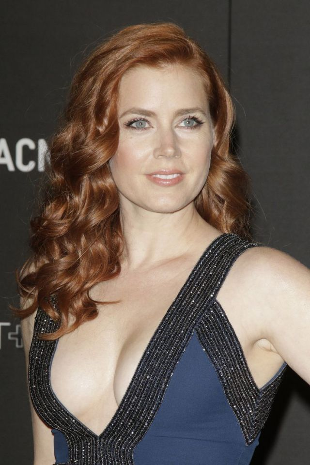 Amy-Adams-cleavage