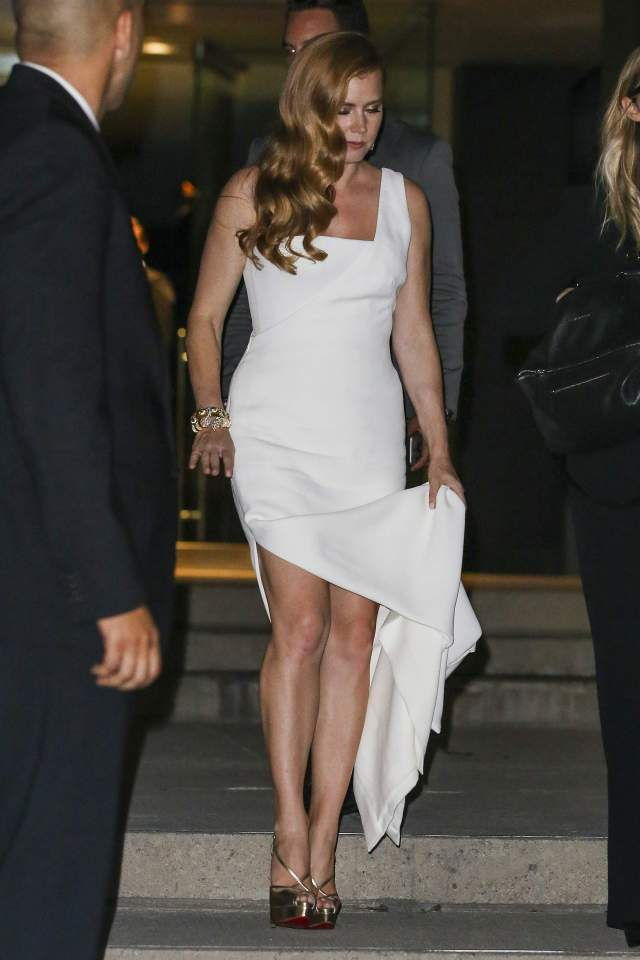 Amy Adams white thighs