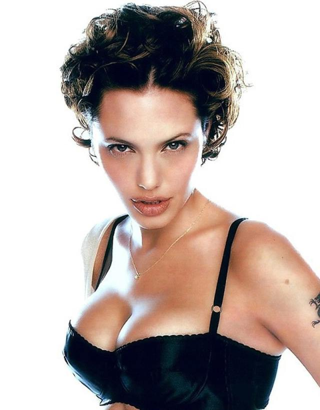Angelina Jolie sexy cleavage pic