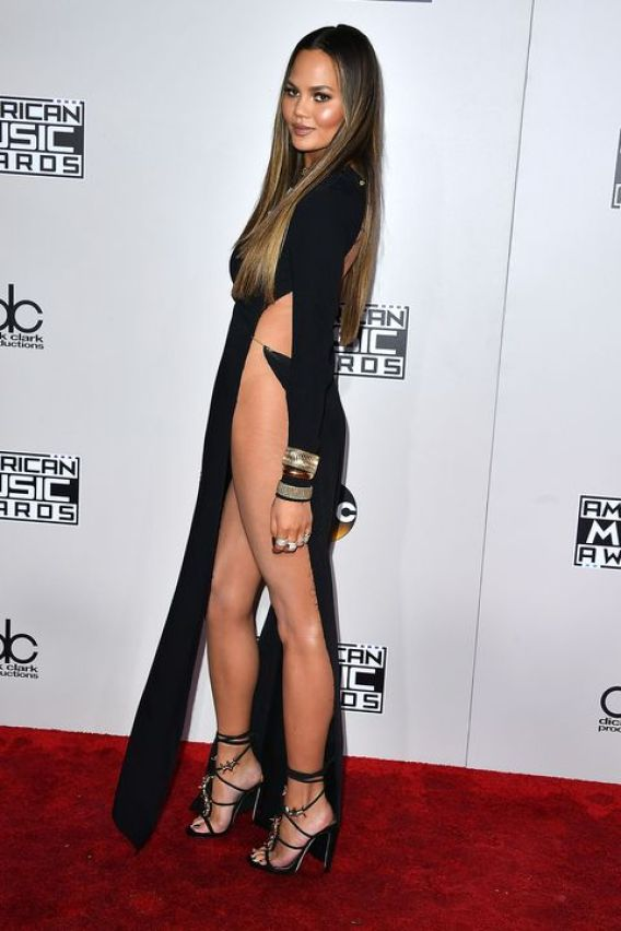 Chrissy Teigen Feet awesome pictures (2)