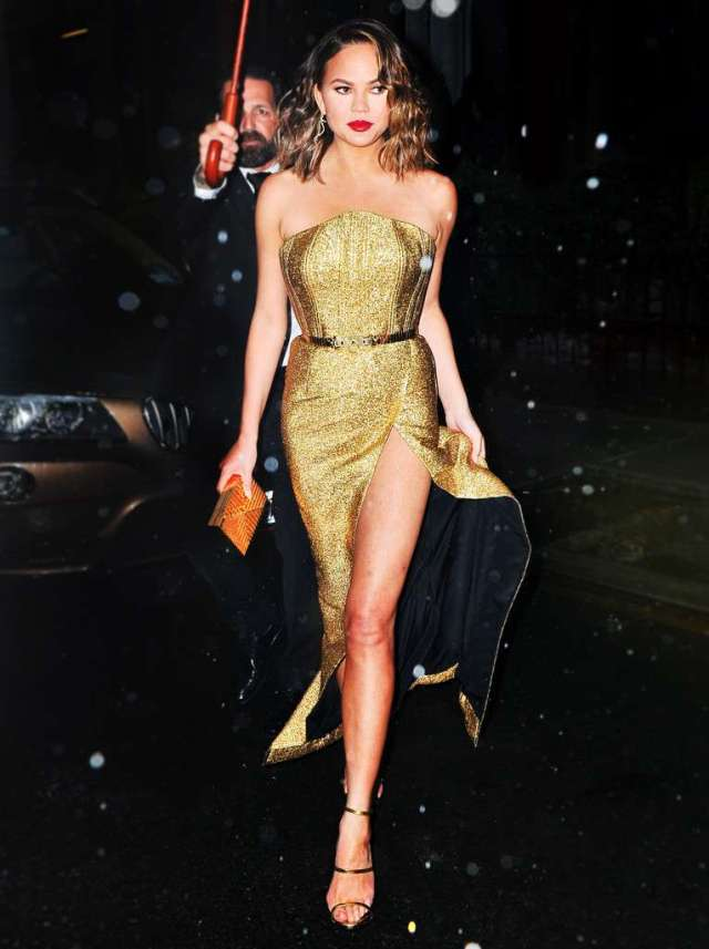 Chrissy Teigen Feet awesome pictures