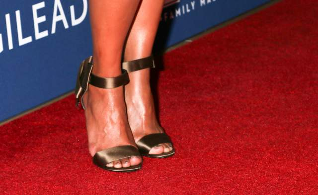 Halle Berry Sexy Feet Picture