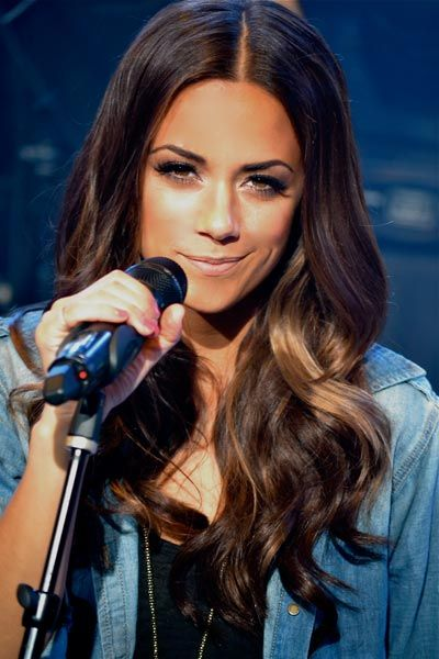 Jana Kramer Singing Song