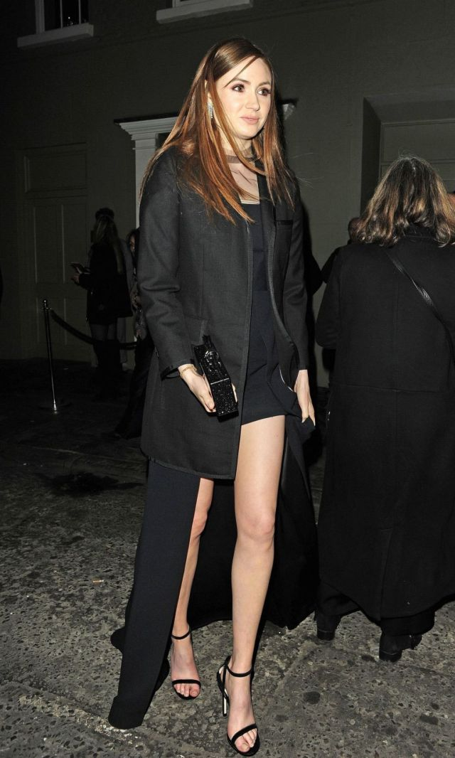 Karen Gillan feet awesome pic