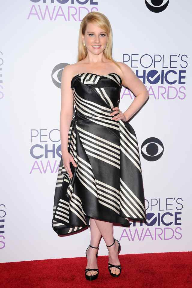 Melissa-Rauch-Sexy Toes photos