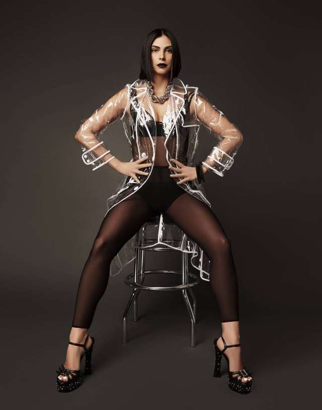 Morena-Baccarin-Feet-awesome pictures