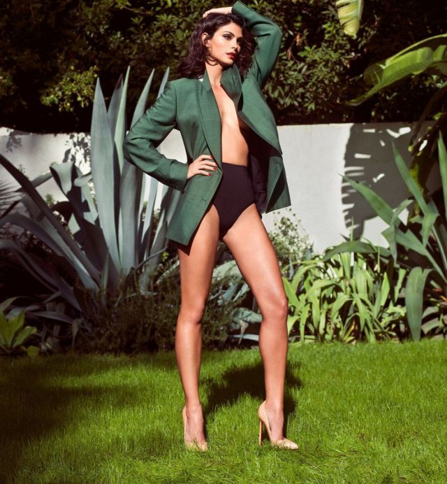 Morena-Baccarin-legs awesome pics