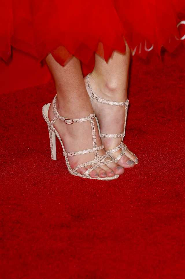 Olivia Holt Sexy Feet Picture (2)