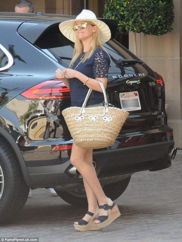 Reese-Witherspoon-Foot Soles