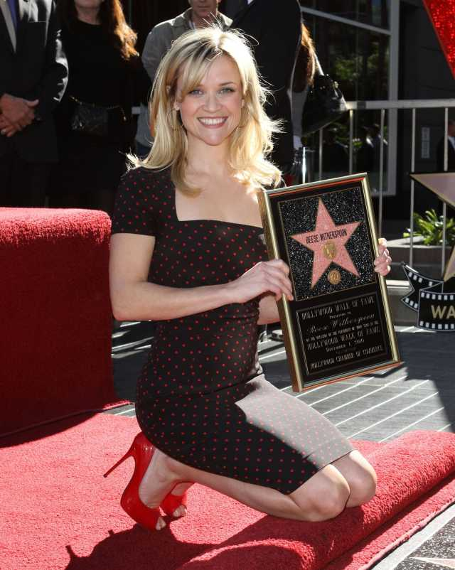 Reese-Witherspoon-hogh heels pics
