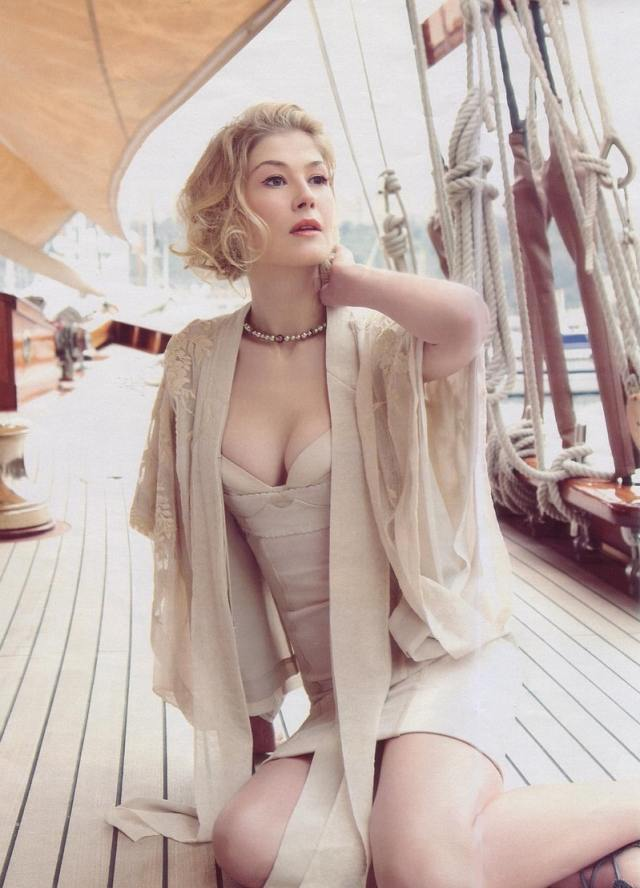 Rosamund Pike sexy cleavages pictures