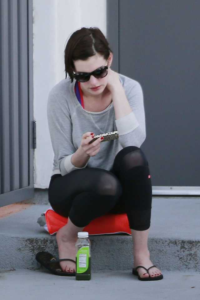 anne hathaway sexy toes