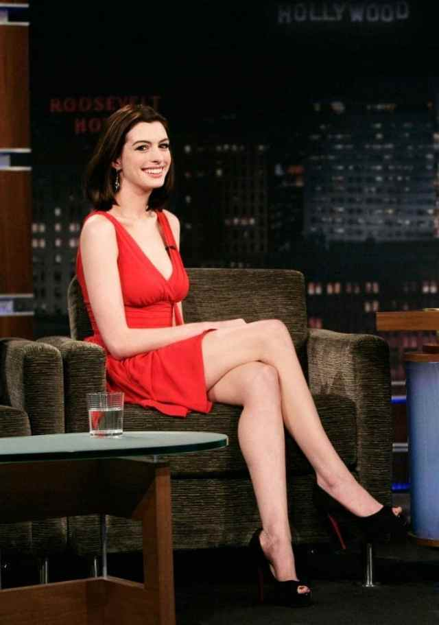 anne hathaway toes pics