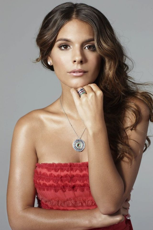 caitlin stasey cleavages