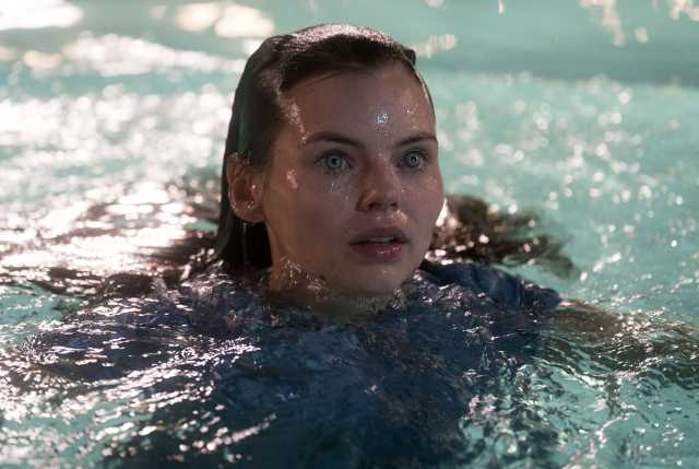 eline powell under the water