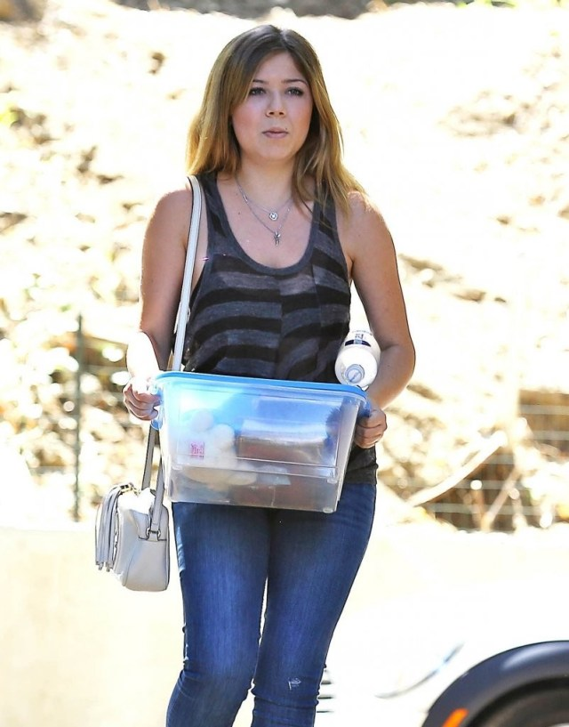 jennette mccurdy thighs