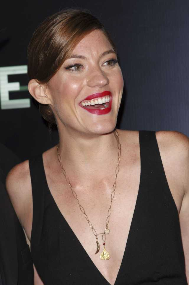 jennifer carpenter cleavage pics