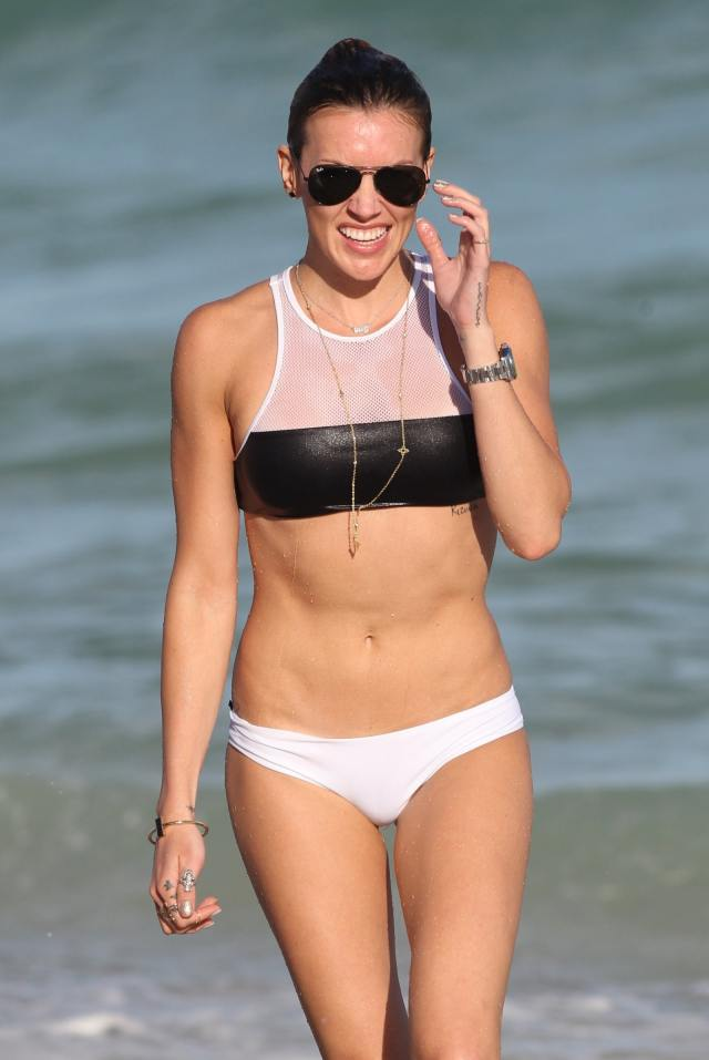 katie-cassidy-sexy-pictures