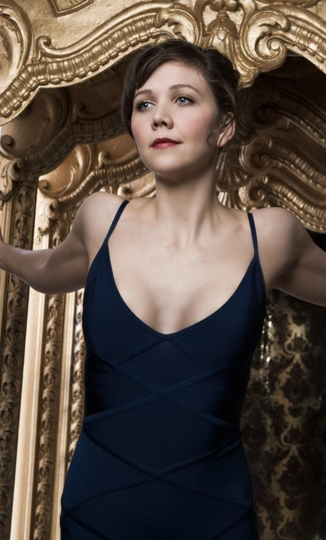 maggie gyllenhaal sexy cleavages pic