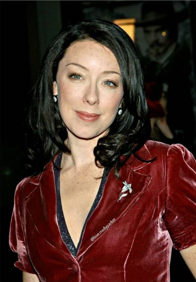 molly parker sexy cleavege pics