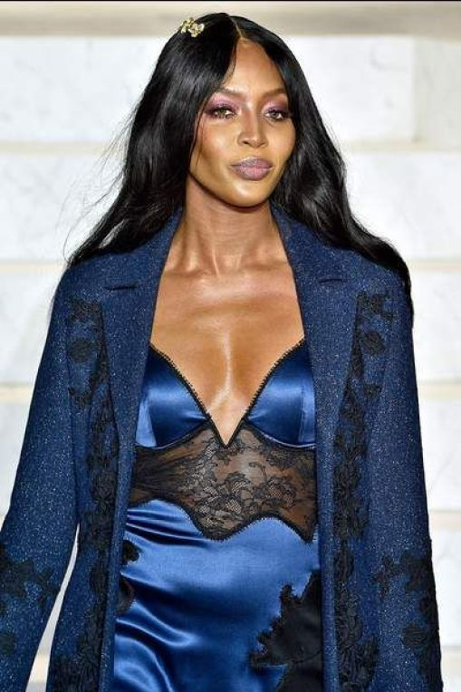 naomi campbell cleavage pics