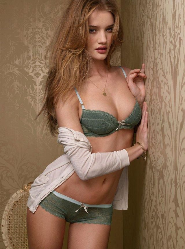 rosie huntington cleavages sexy