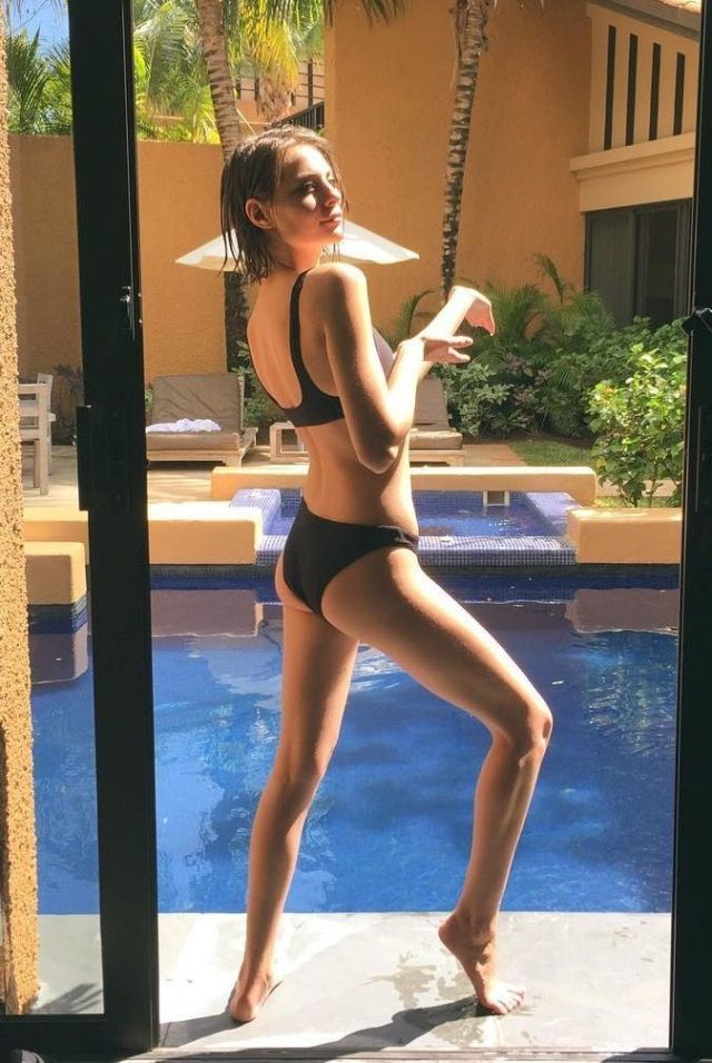 willa holland legs sexy pictures