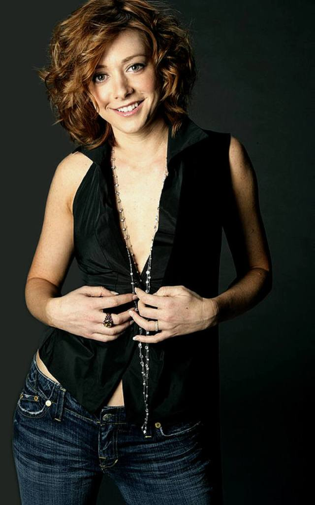 Alyson Hannigan cleavages awesome