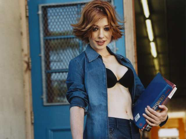 Alyson Hannigan cleavages hot pictures