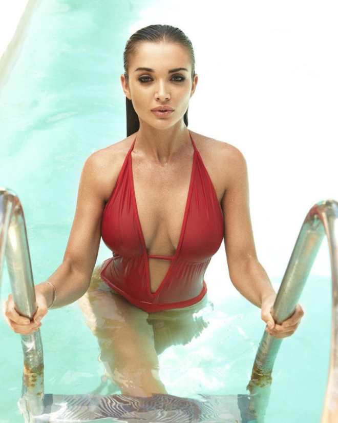 Amy Jackson cleavages beautiful pic
