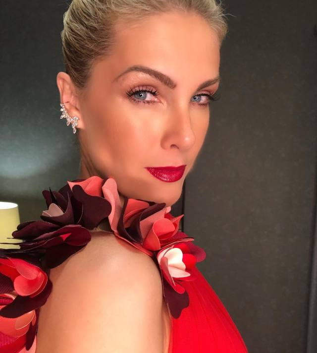 Ana Hickmann Hot in Red Dress