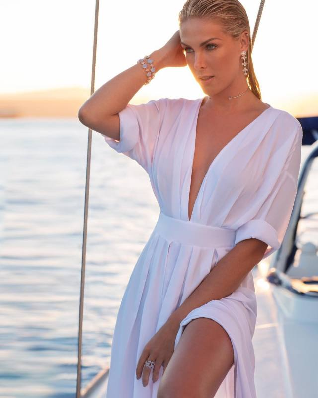 Ana Hickmann Hot in White Dress