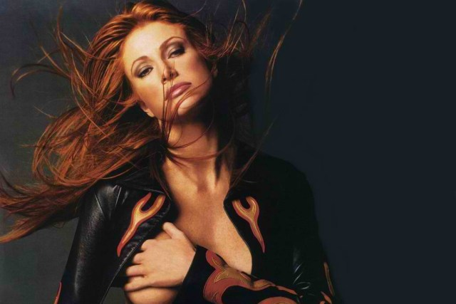 Angie Everhart hot lady