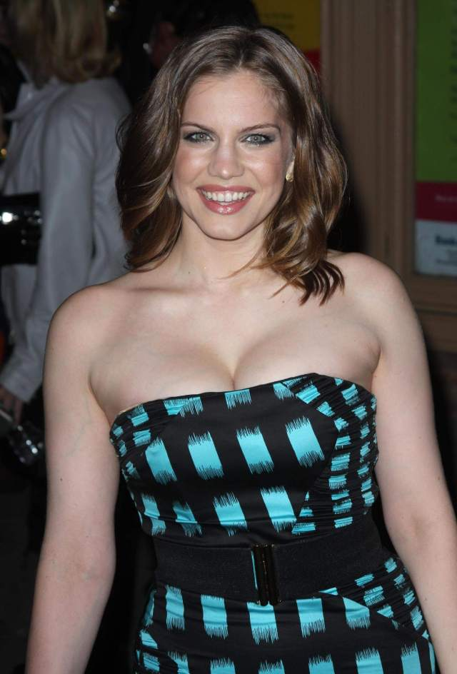 Anna Chlumsky hot cleavage