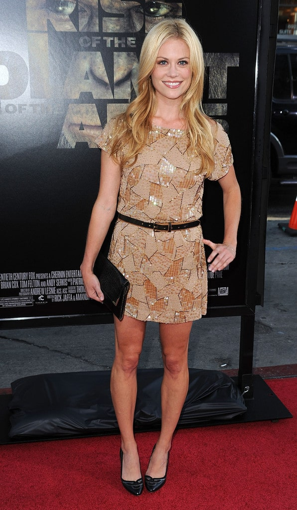Claire Coffee hot legs (2)