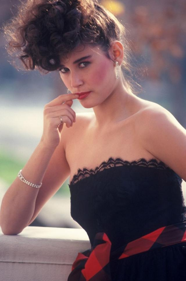 Demi Moore cleavages awesome