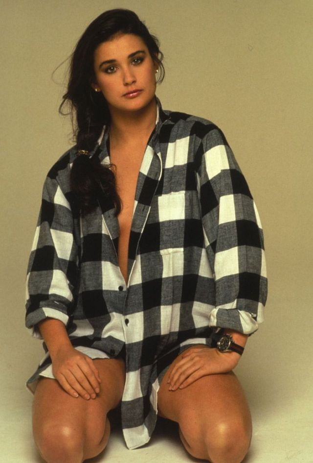 Demi Moore cleavages hot pictures
